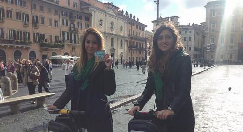 due hostess durante l'inaugurazione di un locale, uno dei nostri eventi aziendali a Roma